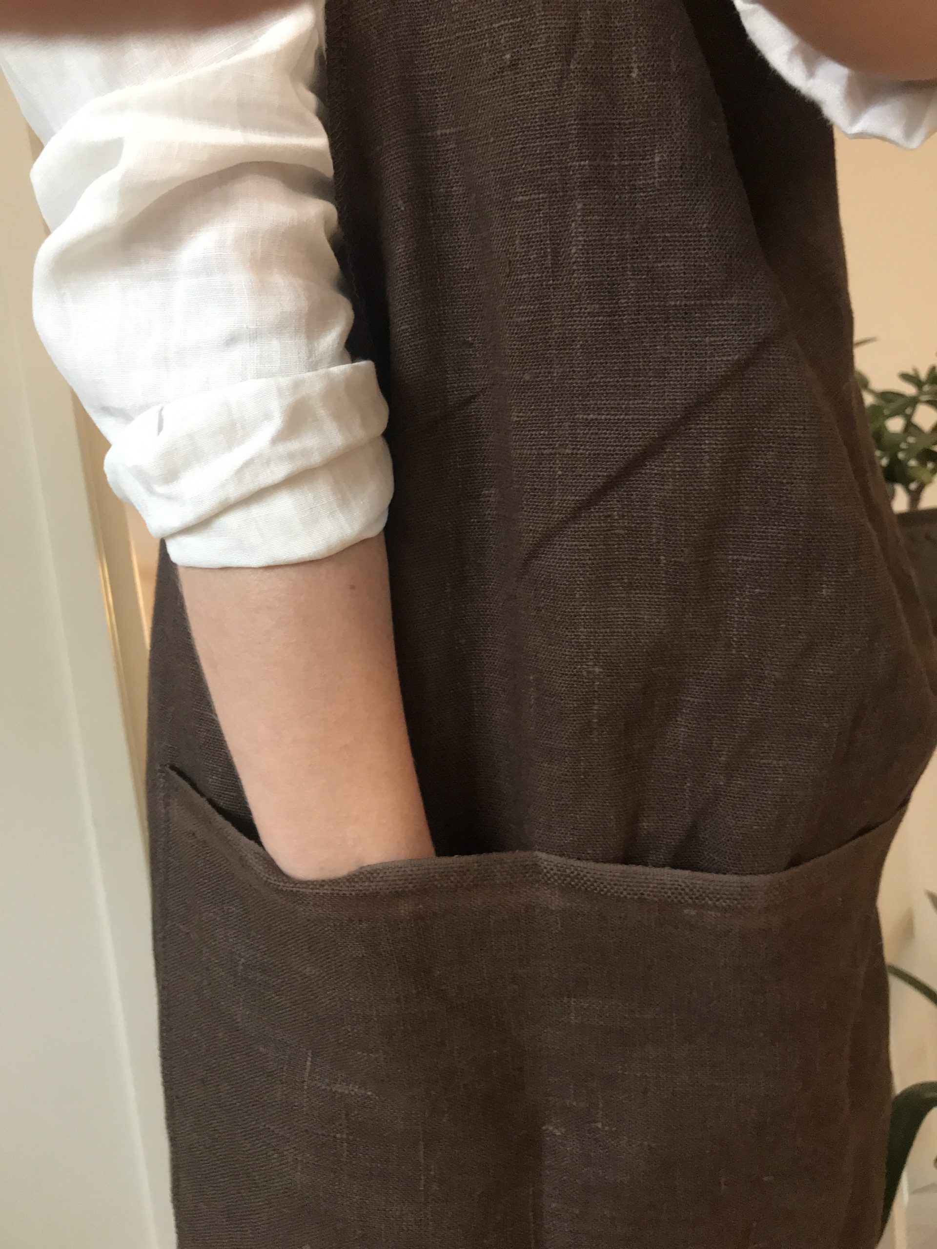 apron-linen-brown
