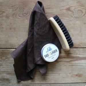 skinn-skor-nyputsade-svarta-bruna-kavat-kängor